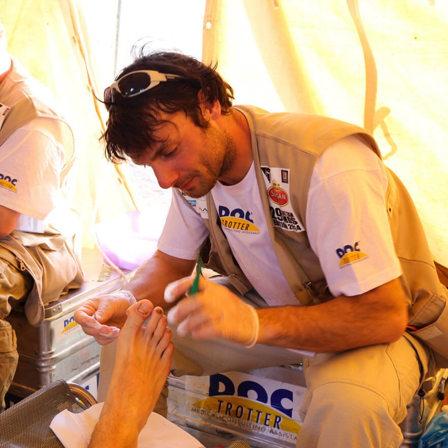 when should you pop a blister on your foot ultramarathon race support MDS big toe ©iancorless.comI IMG_1740